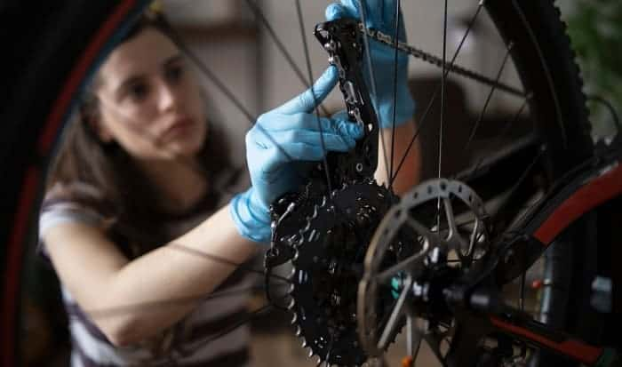 How to Tweak your Bike Chain on the Derailleur