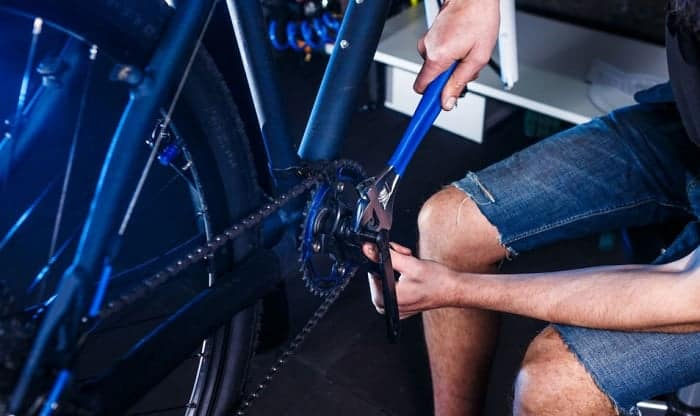 removing-bicycle-cranks