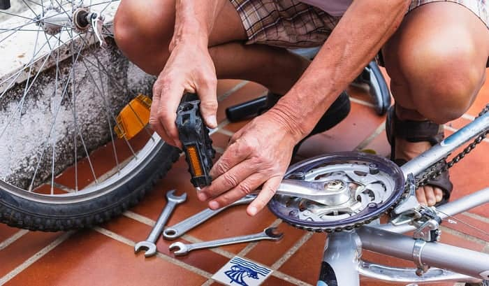how to remove stuck bike pedals