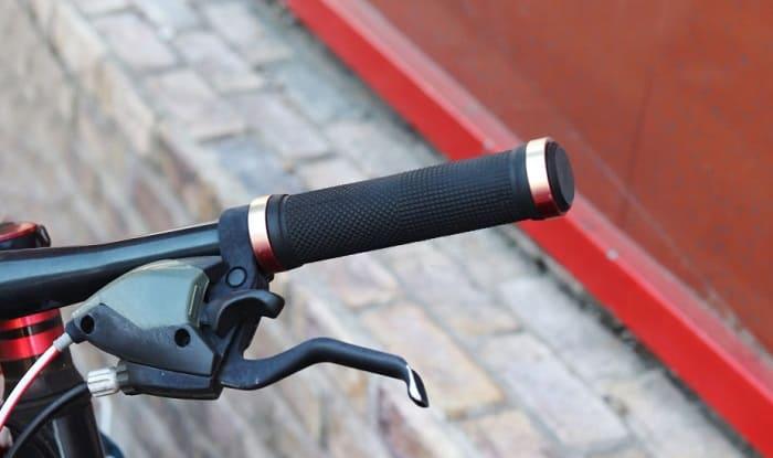 removing-bike-grips