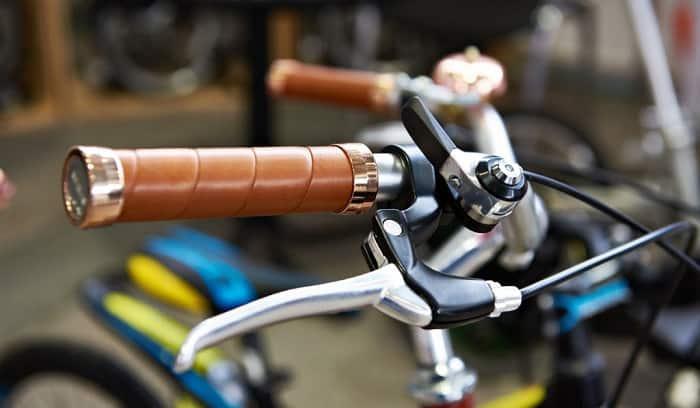 removing-handlebar-grips